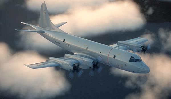 Flugzeug überfliegt ein Wolkenfeld